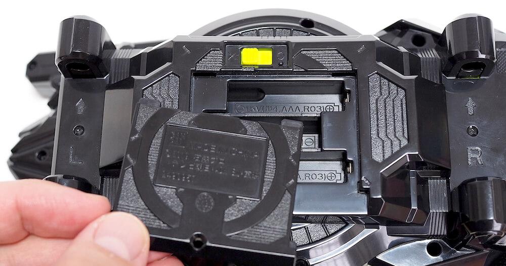 変身ベルト 電池蓋開け方11