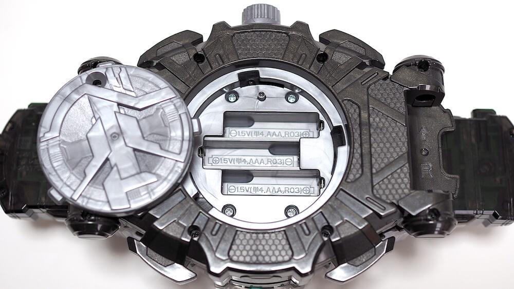 変身ベルト 電池蓋開け方4